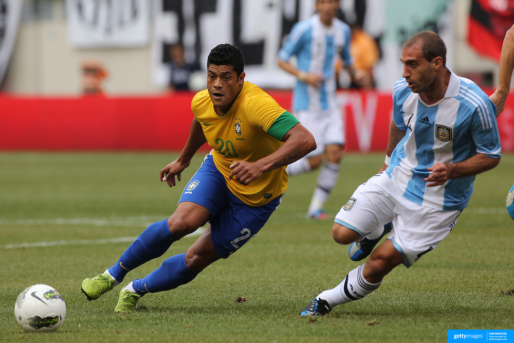 Hulk, Brazil, (left), beats Pablo Zabaleta, Argentina, during the Brazil V Argentina International Football Friendly match at MetLife Stadium, East Rutherford, New Jersey, USA. 9th June 2012. Photo Tim Clayton