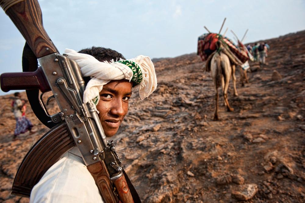 Erta Ale,Africa, East Africa, Ethiopia, Etiopia, Horn of Africa, danakil depression, dancalia, Afar, Islam, rifle, man
