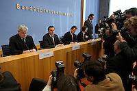 05 JAN 2005, BERLIN/GERMANY:<br /> Joschka Fischer (L), B90/Gruene, Bundesaussenminister, und Gerhard Schroeder (M), SPD, Bundeskanzler, vor Beginn einer Pressekonferenz zur Fluthilfe der Bundesregierung<br /> and Joschka Fischer (L), Federal Minister of Foreign Affairs, und Gerhard Schroeder (M), Federal Chancellor of Germany, before the beginning of a press conferece about the donations for the tsunami-hit nations<br /> IMAGE: 20050105-01-006<br /> KEYWORDS: Gerhard Schr&ouml;der, Flutkatastrophe, Sturmflut, Erdbeben, Treppe, Tsunami, Journalisten, Fotografen, Kamera, Camera