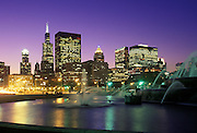 Image of Buckingham Fountain and the skyline of Chicago, Illinois, American Midwest