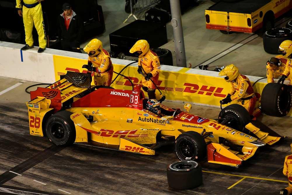 Verizon IndyCar Series<br /> Desert Diamond West Valley Phoenix Grand Prix<br /> Phoenix Raceway, Avondale, AZ USA<br /> Saturday 29 April 2017<br /> Ryan Hunter-Reay, Andretti Autosport Honda pit stop<br /> World Copyright: Scott R LePage<br /> LAT Images<br /> ref: Digital Image lepage-170429-phx-4393