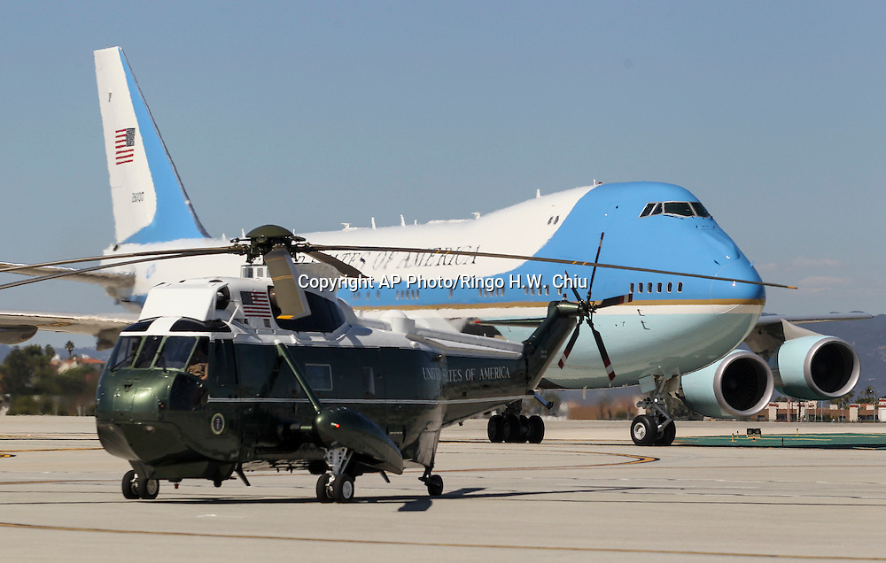 Air Force One, with President Barack Obama aboard, taxis behind a Marine helicopter at Los Angeles International Airport in Los Angeles on Saturday, Oct. 10, 2015. (AP Photo/Ringo H.W. Chiu)