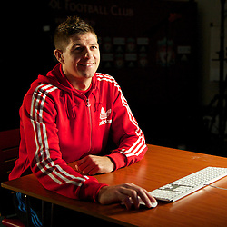 101014 Gerrard Adidas Shoot