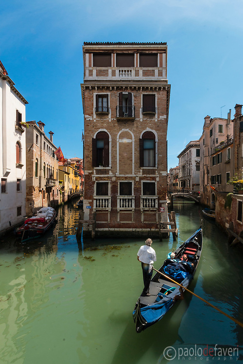 This on the Rio (Canal) of San Giovanni in Laterano is allegedly the smallest island of Venice, fully occupied by one single building. The rio is part of the gondolas tourist routes.