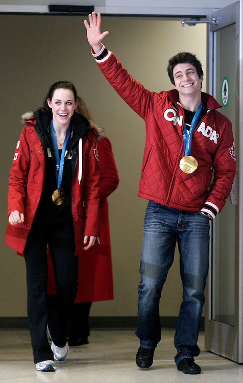 London, Ontario ---02/03/10--- Olympic Gold Medalists in Ice dance Scott Moir and Tessa Virtue are greeted with a roar from fans and family as they arrive home at the airport in London, Ontario, March 2, 2010.<br /> CP PHOTO/'GEOFF ROBINS