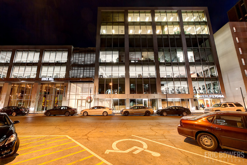 Exterior photo of 4800 Main office building; formerly the Kansas City Board of Trade - the 1960s structure was renovated to install a glass window exterior. The primary tenant is now Populous Architects.