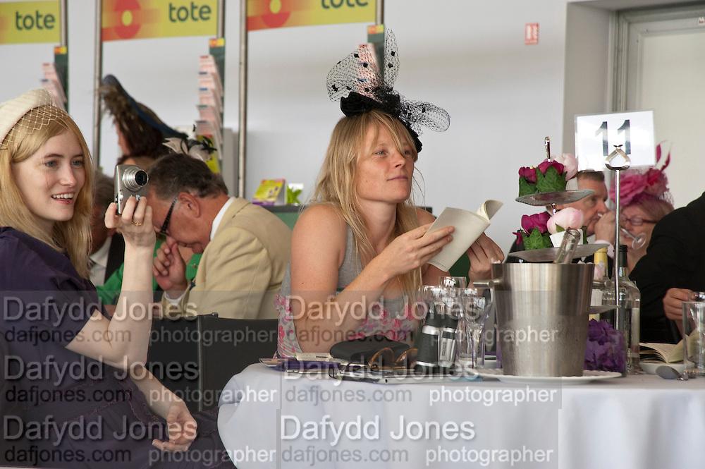 DIANE CROOK; LUELLA BARTLEY, Fashion shows in the Besborough Restaurant during Ascot week. Ascot. Tuesday 16 June 2009.