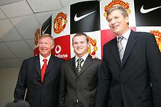 040901 Man Utd sign Wayne Rooney