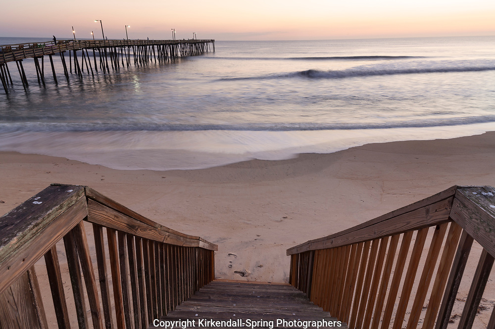 NC00767-00...NORTH CAROLINA - Sunrise at the Nags Head Pier on the Outer Banks.