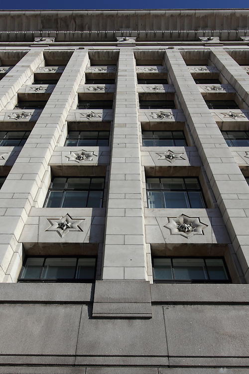 Adelaide House, an art deco on the north-east side of London Bridge, completed in 1925;  it was one of the first buildings in London to have air conditioning. Renovated in 2007 it now houses the law firm Berwin Leighton Paisner.