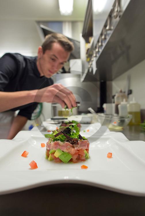 22/08/16 - AIX LES BAINS - SAVOIE - FRANCE - Preparation de Lavaret au restaurant Le Saint Simond - Photo Jerome CHABANNE