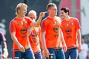 ROTTERDAM - Eerste training met Dirk Kuyt , voetbal , seizoen 2015/2016 , Sportcomplex Varkenoord , 02-07-2015 , Dirk Kuyt  in gesprek met Wessel Dammers (r)