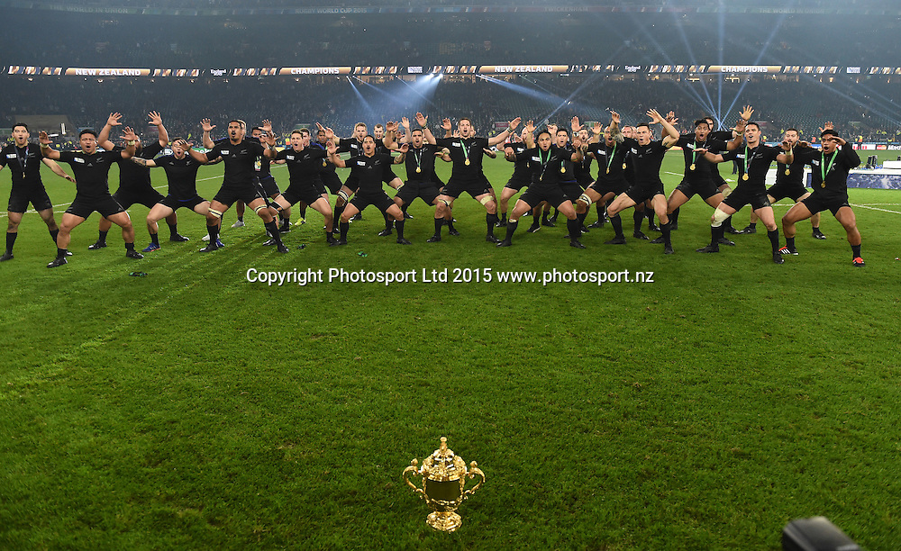 The All Blacks perform a haka after winning the Rugby World Cup Final. New Zealand All Blacks v Australia Wallabies, Twickenham Stadium, London, England. Saturday 31 October 2015. Copyright Photo: Andrew Cornaga / www.Photosport.nz