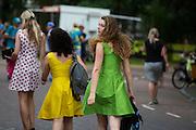 Rondemissen in een bolletjesjurk, een groene jurk en een gele jurk zijn op weg naar de start. In Utrecht vindt met de presentatie van de renners het eerste offici&euml;le deel plaats van de Grand Depart. Op 4 juli start de Tour de France in Utrecht met een tijdrit. De dag daarna vertrekken de wielrenners vanuit de Domstad richting Zeeland. Het is voor het eerst dat de Tour in Utrecht start.<br /> <br /> Three women in a polka dot dress, a green dress and a yellow dress are on their way to the start. In Utrecht the riders present themselves as the first official moment of the Grand Depart . On July 4 the Tour de France starts in Utrecht with a time trial. The next day the riders depart from the cathedral city direction Zealand. It is the first time that the Tour starts in Utrecht.
