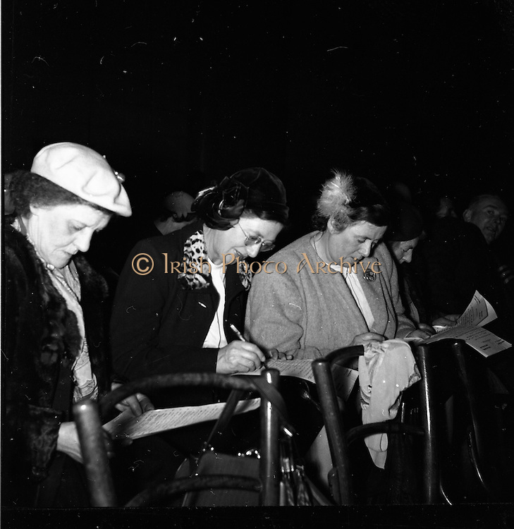 15/02/1953<br /> 02/15/1953<br /> 15 February 1953<br /> Radio Eireann &quot;Question Time&quot; general-knowledge quiz show trial at the Phoenix Hall, Dublin. The audience participation.