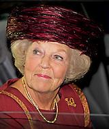 2-10-2014  - DEN HAAG  Prinses Beatrix der Nederlanden woont donderdagmiddag 2 oktober in het Spaansche Hof in Den Haag de uitreiking bij van de Max van der Stoel Award. De award gaat naar Spravedlivost, een mensenrechten NGO uit Kirgizië. COPYRIGHT ROBIN UTECHT