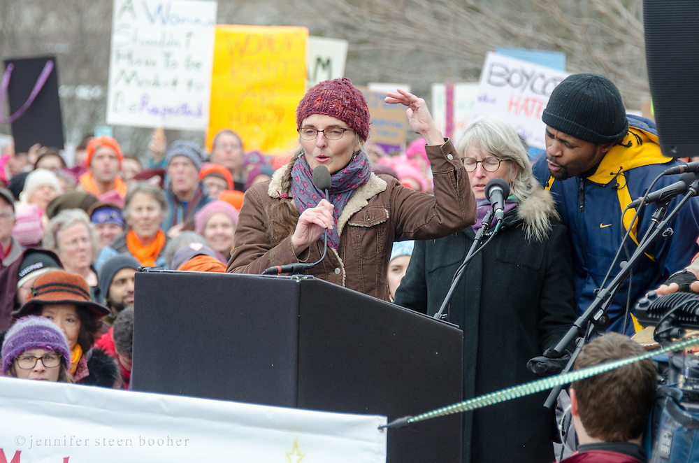 Augusta, Maine, USA. 21st Jan, 2017.  Jenny Van West, a singer-songwriter from Portland, Maine, leads a song at the Women's March on Maine rally in front of the Maine State Capitol. The March on Maine is a sister rally to the Women's March on Washington. Credit: Jennifer Booher/Alamy Live News