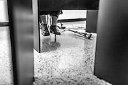 La psicólogo clínico, Carolina Mora permanece sentada mientras imparte clases de crecimiento personal a novicias de distintas congregaciones en el Centro de Estudios Religiosos (CER) de Altamira. Caracas, 12 de junio de 2014. (Foto/Ivan Gonzalez)