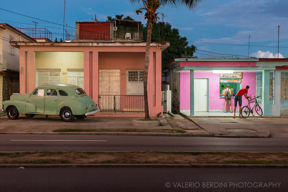 Pastel colours for an ice-cream place and a vintage American car in Cienfuegos after sunset. Cuba. 2015<br />