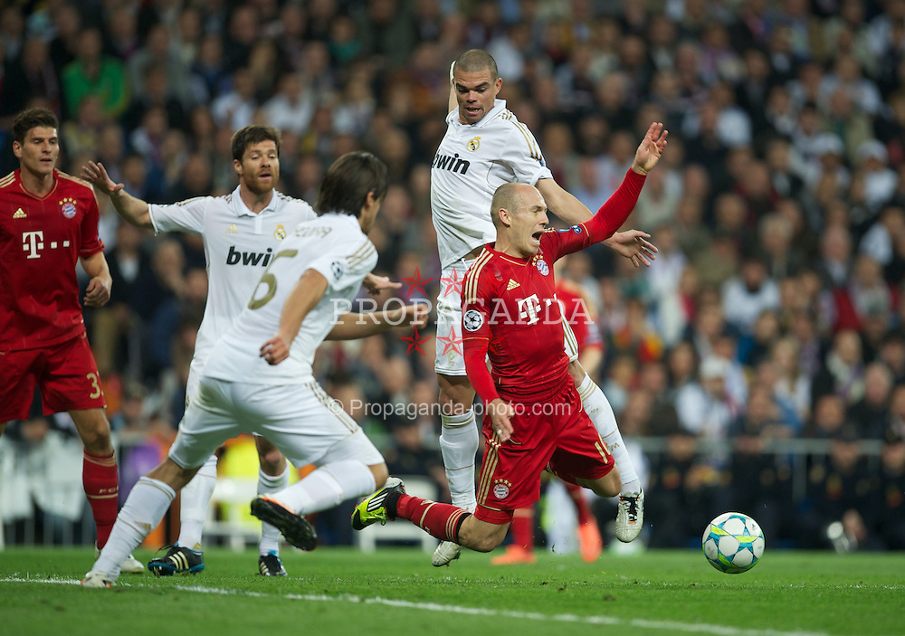 MADRID, SPAIN - Wednesday, April 25, 2012: Real Madrid's Pepe tackles FC Bayern Munchen's Arjen Robben during the UEFA Champions League Semi-Final 2nd Leg match at the Estadio Santiago Bernabeu. (Pic by David Rawcliffe/Propaganda)