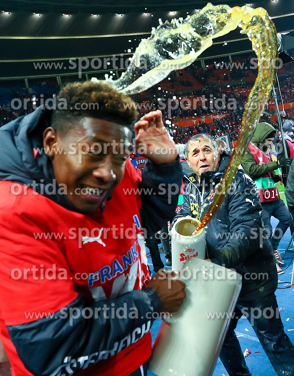 12.10.2015, Ernst Happel Stadion, Wien, AUT, UEFA Euro 2016 Qualifikation, Österreich vs Liechtenstein, Gruppe G, im Bild Trainer David Alaba (AUT), Marcel Koller (AUT) // the UEFA EURO 2016 qualifier group G match between Austria and Liechtenstein at the Ernst Happel Stadion, Vienna, Austria on 2015/10/12. EXPA Pictures © 2015 PhotoCredit: EXPA/ Sebastian Pucher