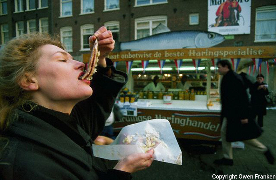 Amsterdam-herring - How to eat matjes - How To Tips
