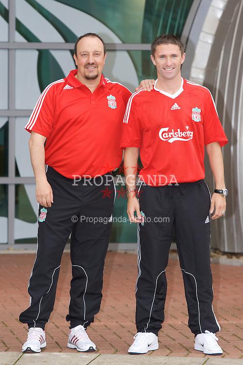 ¿Cuánto mide Rafa Benítez? - Altura - Real height 080729-006-Liverpool-sign-Keane