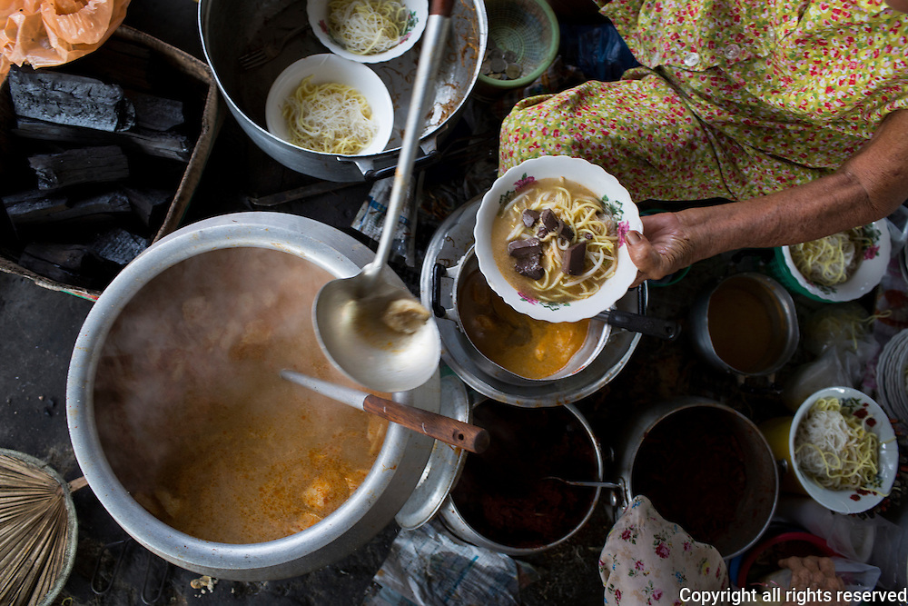 The So sisters have been dishing up their version of 'white' curry with coconut milk for generations. Air Itam, Penang, Malaysia