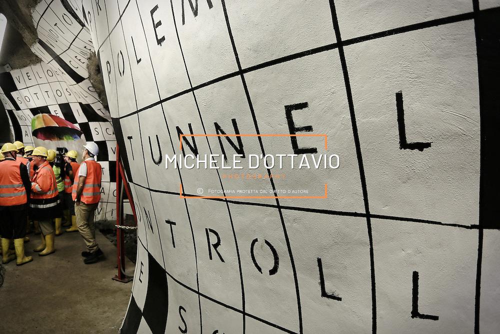 """Nella fotografia: l'opera  di Simone Fugazzotto street artist milanese CHIOMONTE (TORINO) -10 ottobre 2016 - inaugurazione di """"Tunnel Art Work"""", primo progetto internazionale di arte nella galleria geognostica in cantiere della linea ferroviaria Tav Torino Lione."""