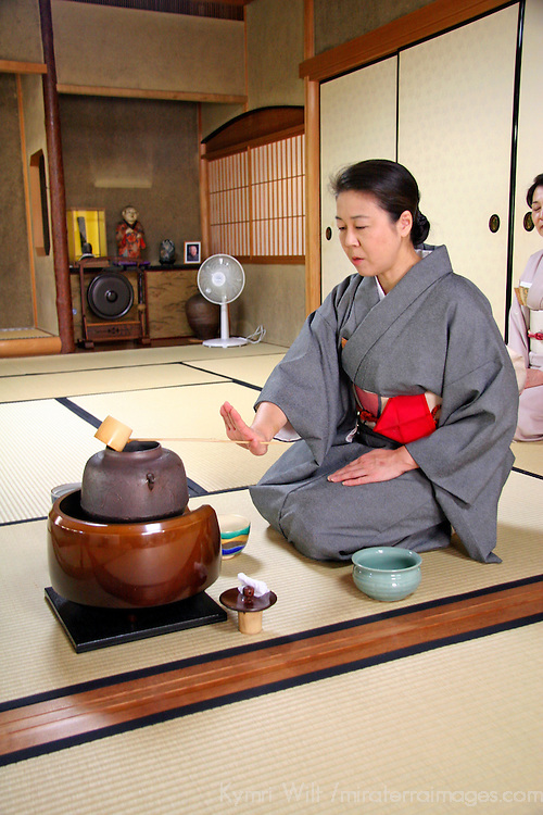 Asia, Japan, Kyoto. Tea pouring demonstration.