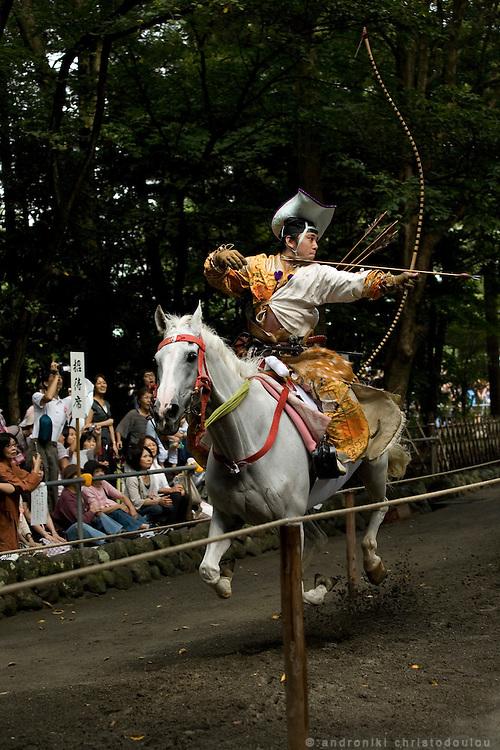 Kiyomoto Ogasawara during Yabusame (horse-riding archery shinto ritual), on the 3rd day of the 3-day anual festival of Tsurugaoka Hachimangu shrine in Kamakura.