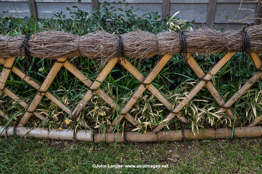 Japanese fences and screens - kakine or kaki - are made of bamboo, wood and branches are used to define where one landscape design element cedes to another. In this way they are symbolic margins and represent the balance between nature and human intervention. Fences are also used as backdrops. Japanese garden fences are also used to distract the eye from an unappealing background.