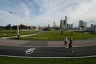 La cinta costera es un gran boulevard peatonal y avenida  de 7 kilómetros a lo largo de la bahía de la ciudad de Panamá. va desde la desembocadura del río Matasnillo, en la Avenida Balboa, hasta el Mercado del Marisco..Foto:  Ramon Lepage / Istmophoto....