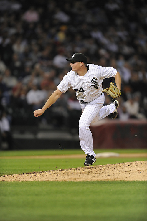 CHICAGO - SEPTEMBER 21:  Daniel Hudson #54 of the Chicago White Sox pitches against the Minnesota Twins on September 21, 2009 at U.S. Cellular Field in Chicago, Illinois.  The Twins defeated the White Sox 7-0.  (Photo by Ron Vesely)
