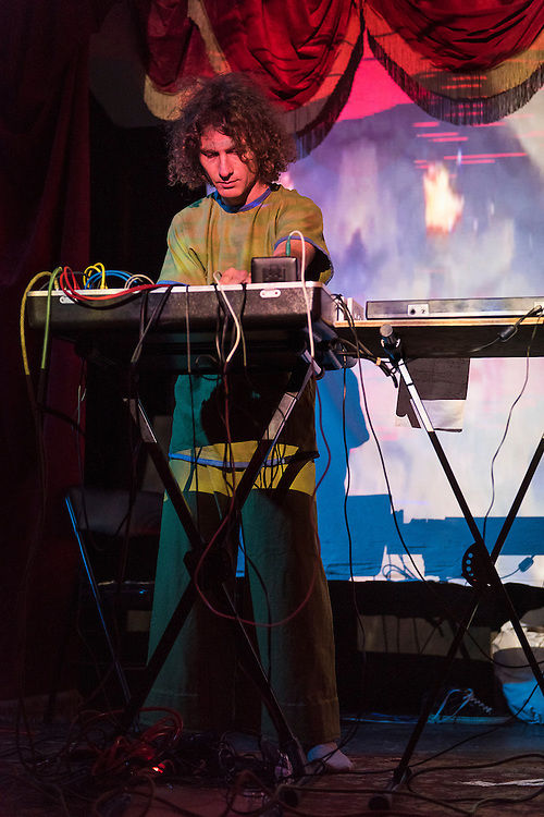 WEIRDING MODULE (NEW YORK)<br /> CASA DEL POPOLO, Vendredi 16 octobre 2015. Visuel Londa Viki Karty.