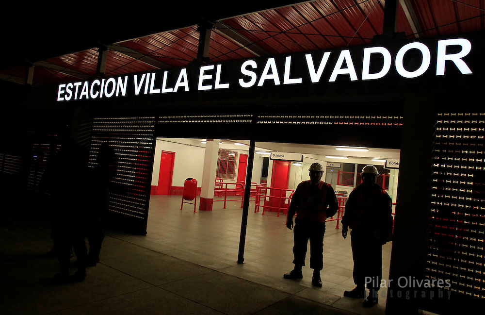 Guards stand at the entrance of the Villa El Salvador electric train station in Lima. (photo: Pilar Olivares)