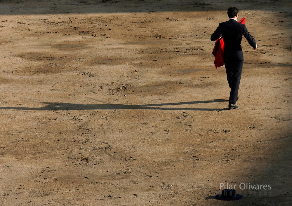 Spanish bullfighter Vicente Barrera walks away before a bullfight at the Plaza de Acho bullring in Lima November 4, 2007.