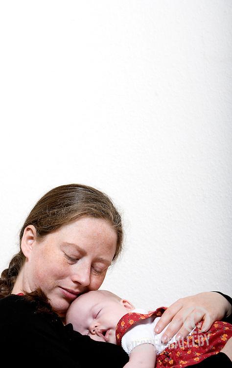 Barn: Ellen, født marts 2008 .Mor: Trine Christiansen, født juni 1978.