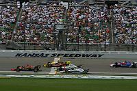 Tomas Enge, Scott Sharp, Tony Kanaan, Tomas Scheckter and Dario Franchitti race at the Kansas Speedway, Kansas Indy 300, July 3, 2005