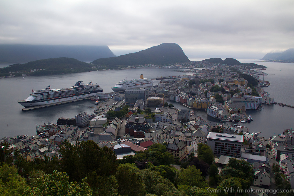 Europe, Norway, Alesund. View of Alesund from Mt. Aksla.