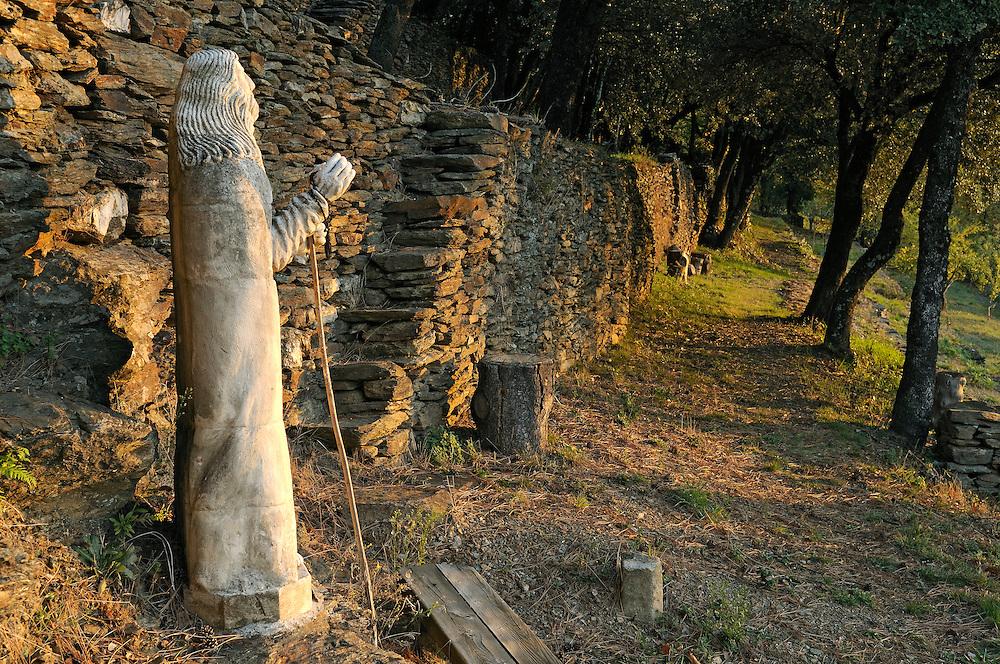 France, Languedoc Roussillon, Lozère, Cévennes, Saint-Julien-des-Points, monastère orthodoxe, Skite Sainte Foy, statue du Pélerin de Bernard Bueno