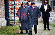 DELFT - Nomalizo Leah Shenxane en aartsbisschop Desmond Tutu komen aan bij de Oude kerk voor de herdenkingsdienst voor de op 12 augustus overleden prins Friso. De dienst is besloten.  COPYRIGHT ROBIN UTRECHT