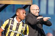 ARNHEM - Vitesse - FC Groningen , Voetbal , Eredivisie, Seizoen 2015/2016 , Gelredome , 03-10-2015 , Vitesse trainer Peter Bosz (r)  coacht druk langs de kant terwijl Vitesse speler Kelvin Leerdam (l) terug het veld in loopt