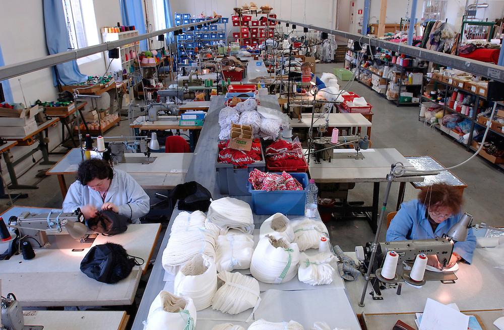 24/03/06 - ANNONAY - ARDECHE - FRANCE - CHAPEAUX BOYER, entreprise de chapellerie industrielle - Photo Jerome CHABANNE