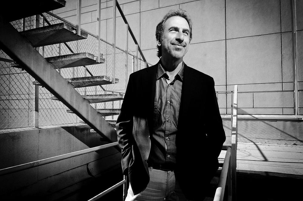 Dr. Jay Lalezari of UCSF. San Francisco, CA   Science et vie Magazine (France)