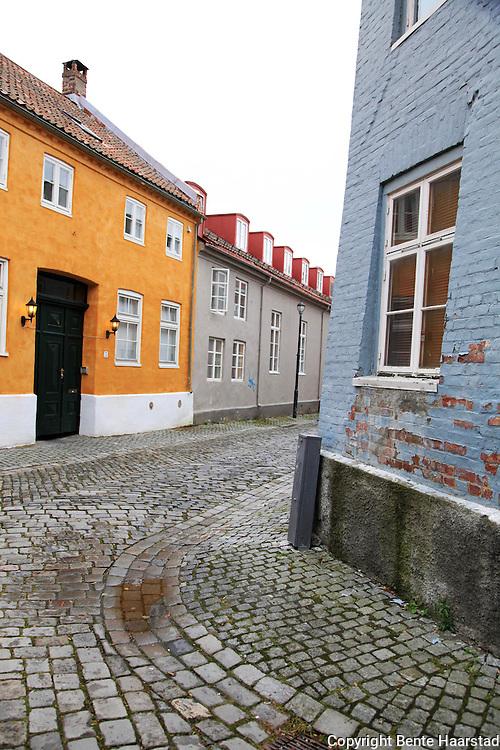 Trondheim har mange veiter og smug, belagt med brostein.