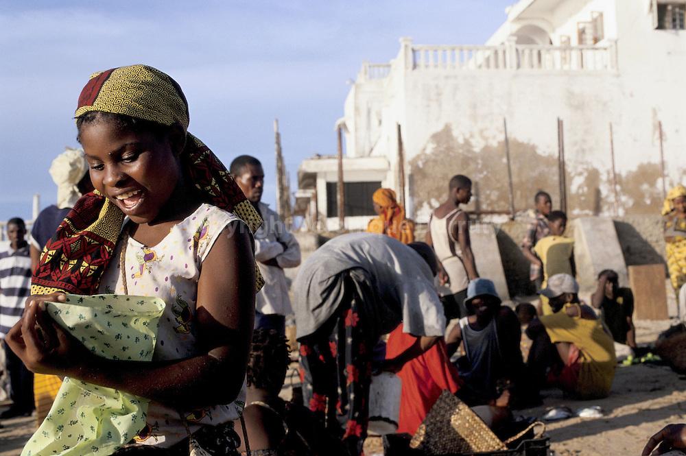 MARCHE AUX POISSONS DE MAKUTI TOWN, ILE DU MOZAMBIQUE