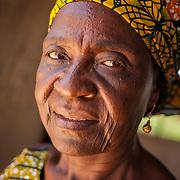 LÉGENDE: Portrait d'Albertine Toulhade, Présidente du centre COFEMAK dans son bureau. LIEU: Centre COFEMAK, Koumra, Tchad. PERSONNE(S): Albertine Toulhade, Reponsable du centre COFEMAK (au centre).