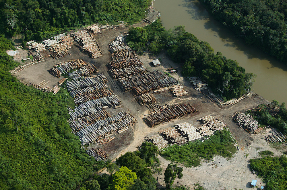 Nov. 15, 2003: Helicopter scouting of illegal logging on Jaurucu River in Para, Brazil. ©Daniel Beltra