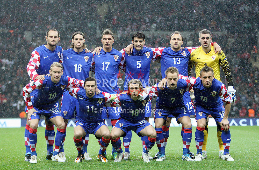 11.11.2011, Turk Telekom Arena, Istambul, TUR, UEFA EURO Qualifikation, Tuerkei (TUR) vs Kroatien (CRO), im Bild Croatian national team. standing, from left: Josip Simunic, Tomislav Dujmovic, Mario Mandzukic, Vedran Corluka, Gordon Schildenfeld i Stipe Pletikosa. First row from left: Domagoj Vida, Darijo Srna, Luka Modric, Ivan Rakitic i Ivica Olic  // during the UEFA EURO qualifying football match, between Turkey (TUR) and Craoatia (CRO) at Turk Telekom Arena Stadium, Istanbul, Turkey on 11/11/2011. EXPA Pictures © 2011, PhotoCredit: EXPA/ nph/ Pixsell/ Slavko Midzor..***** ATTENTION - OUT OF GER, CRO *****